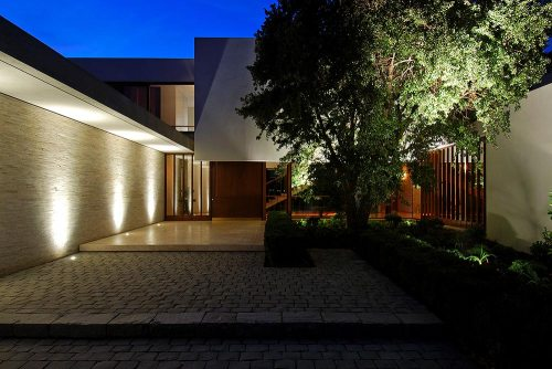 Pozuelo de Alarcón Travertine House/ A-cero