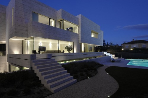 A-cero Travertine House /  Pozuelo de Alarcón, Spain